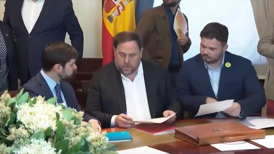 Los presos electos catalanes recogen sus actas de diputados