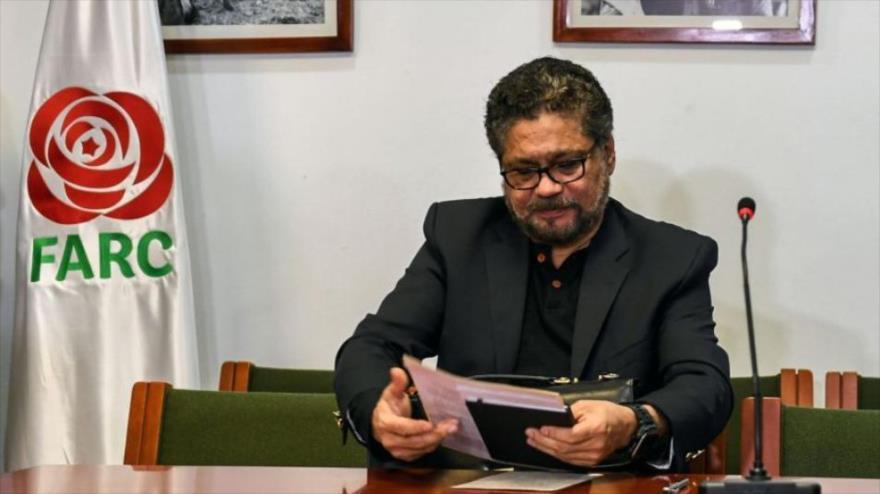 """El excomandante de la antigua guerrilla de las FARC Luciano Marín, conocido como """"Iván Márquez"""", en su despacho."""