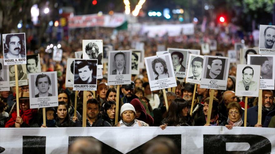 Marcha de familiares de los desaparecidos en la época de la dictadura militar en Uruguay.