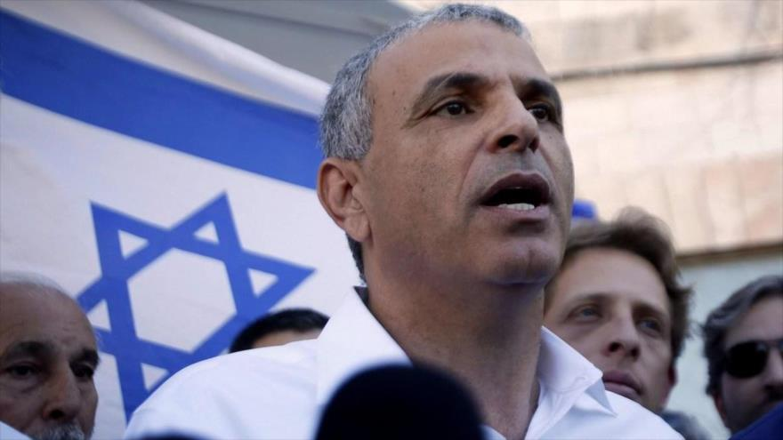 El ministro de finanzas del régimen israelí, Moshe Kahlon, habla en un acto oficial en Tel Aviv.