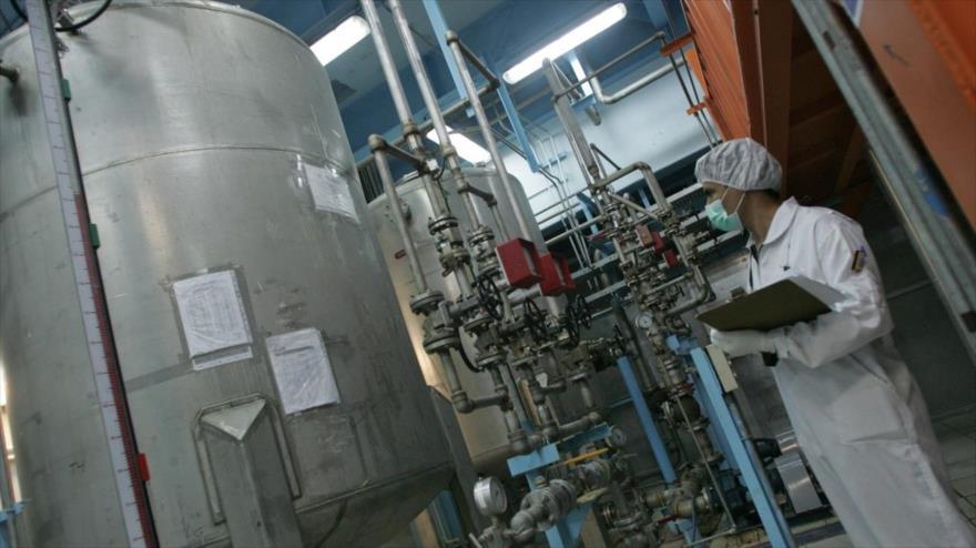 Un técnico iraní en la instalación de conversión de uranio (UCF) de Isfahán, en el centro de Irán.