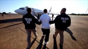 Patrulla fronteriza traslada en avión a migrantes desde Texas