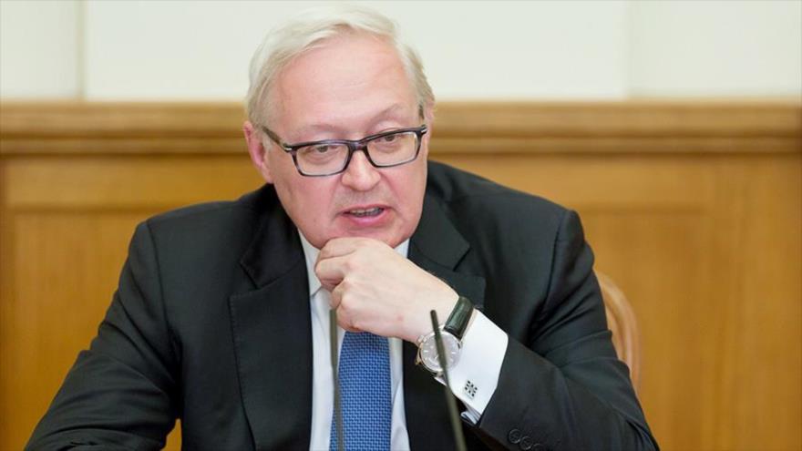 El viceministro ruso de Exteriores, Serguéi Riabkov, habla durante una rueda de prensa.