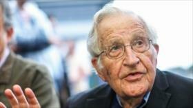 """Chomsky: Pecado de Irán es """"desafiar con éxito"""" hegemonía de EEUU"""