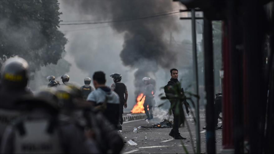 Seis muertos en disturbios en Indonesia tras reelección de Widodo
