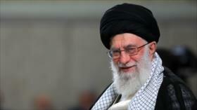 Líder de Irán se reúne con un grupo de estudiantes universitarios