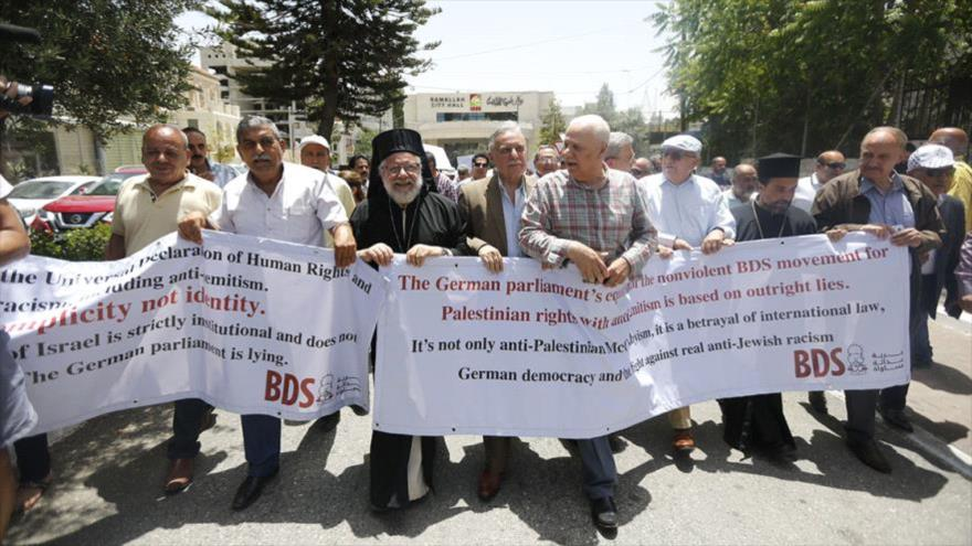 Una protesta de los palestinos en contra de la medida alemana contra el movimiento propalestino de BDS en Ramalá, Palestina, 22 de mayo de 2019. (Foto: WAFA)