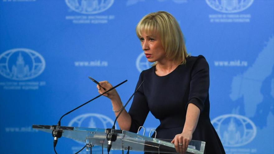 La portavoz de la Cancillería de Rusia, María Zajárova, habla con la prensa, en Moscú, 29 de marzo de 2018.