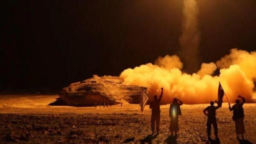 Yemeníes lanzan un ataque con misiles contra objetivos en Arabia Saudí.