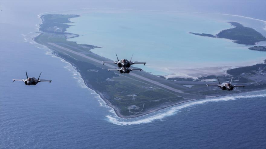 Cautro cazas F-35 de la Fuerza Aérea de EE.UU. durante una maniobra militar en la región del Indo-Pacífico, 1 de agosto de 2018. (Foto: AFP)