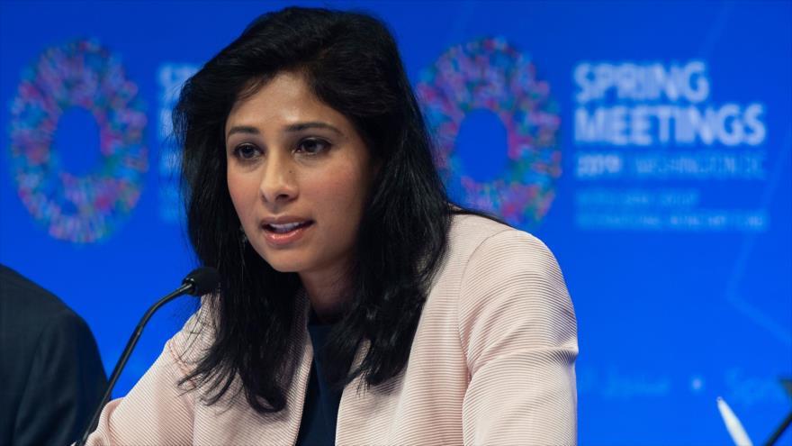 Gita Gopinath, economista jefe del Fondo Monetario Internacional (FMI), en una conferencia de prensa en Washington, 9 de abril de 2019. (Foto: AFP)