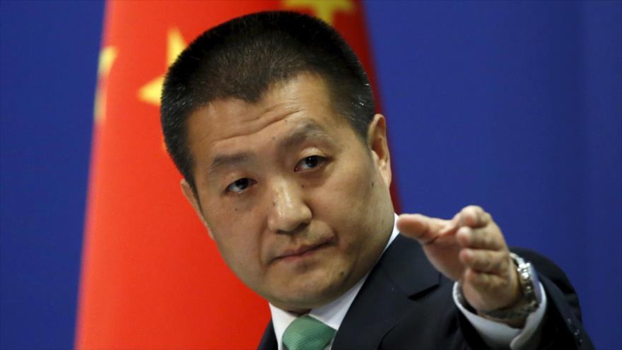 El portavoz del Ministerio de Relaciones Exteriores de China, Lu Kang, en una conferencia de prensa.