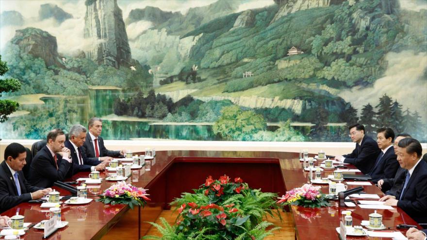 El vicepresidente de Brasil, Hamilton Mourao (izq.) y el presidente de China, Xi Jinping (dcha.), en Pekín, China, 24 de mayo de 2019. (Foto: AFP)