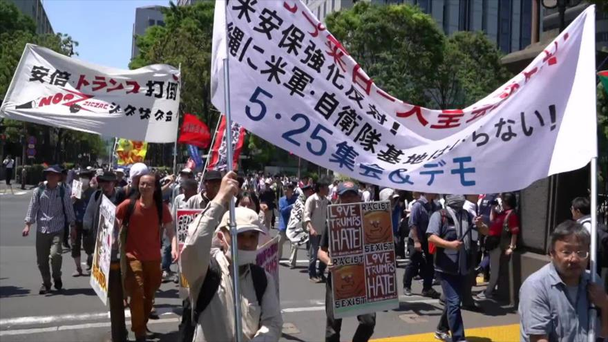 Los japoneses se manifiestan por la presencia de Trump en su país
