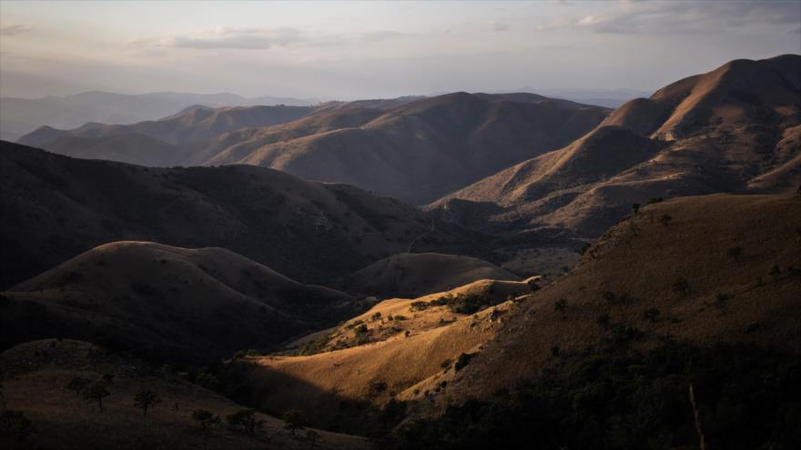 Vista general de las montañas Makhonjwa, en el este de Sudáfrica, 3 de julio de 2018. (Foto: AFP)
