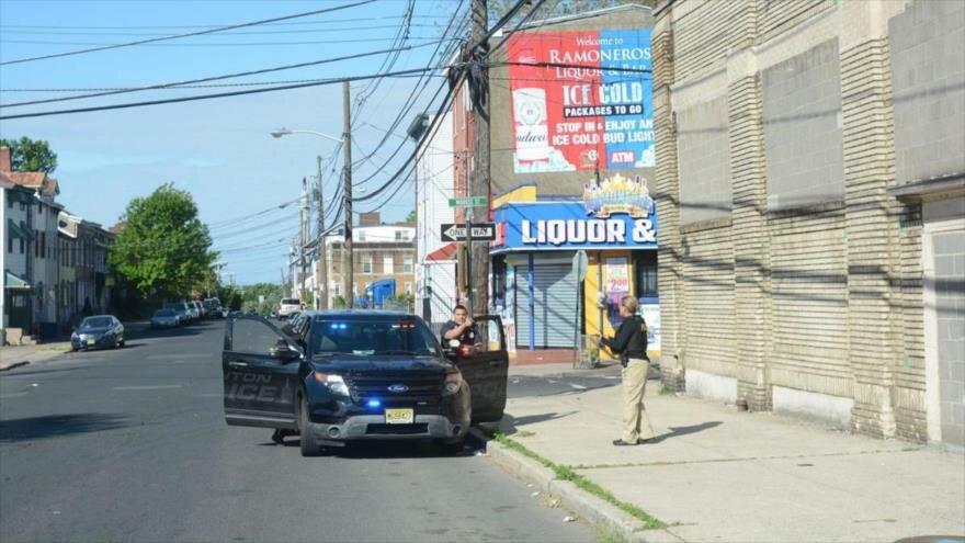 Un agente policial en el lugar de un tiroteo en North Trenton, Nueva Jersey, 25 de mayo de 2019. (Foto: NJ.com)