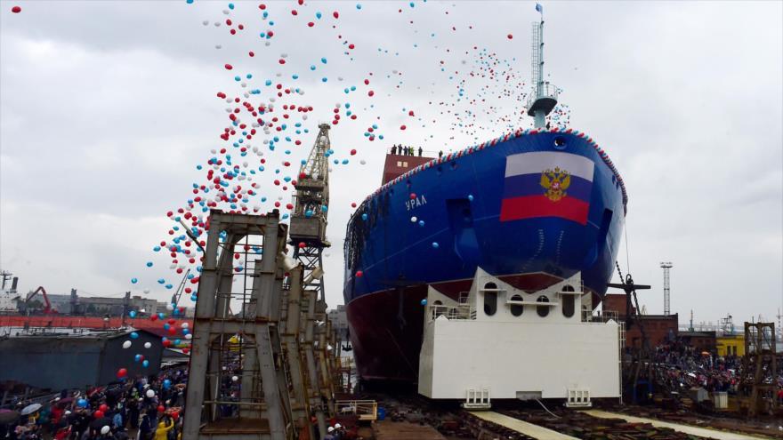 Vídeo: Rusia bota un rompehielos nuclear para navegar en el Ártico