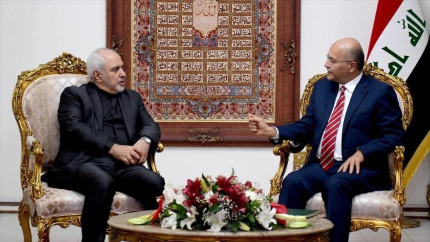 El canciller de Irán, Mohamad Yavad Zarif, dialoga con el presidente de Irak, Barham Salih, Bagdad, 25 de mayo de 2019.