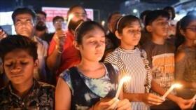 Recuerdan en La India la muerte de 20 estudiantes en un incendio