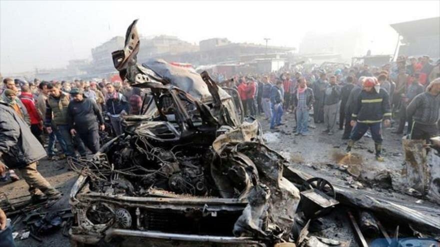 Escenario de un atentado con coche bomba en la ciudad iraquí de Mosul.