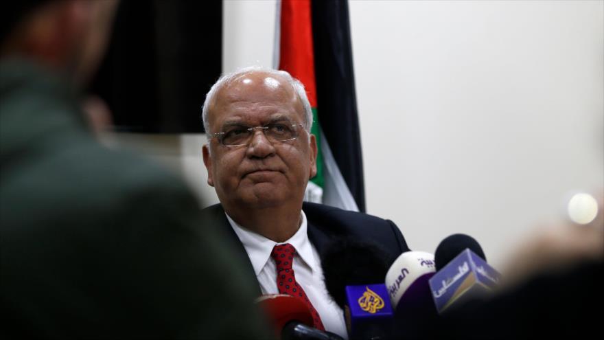 El secretario general de la Organización para la Liberación de Palestina (OLP), Saeb Erekat, en una rueda de prensa en Ramalá, 10 de abril de 2019. (Foto: AFP)