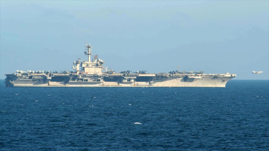 El portaviones USS Abraham Lincoln navega por las aguas del mar Arábigo, 17 de mayo de 2019. (Foto: AFP)