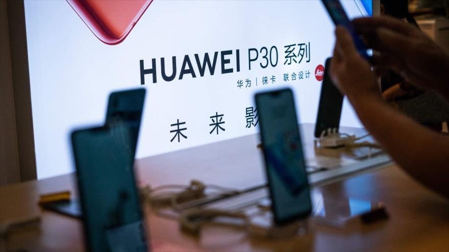 La compañía de telecomunicaciones china Huawei presenta una serie de sus celulares inteligentes, Pekín, capital china, 23 de mayo de 2019. (Foto: AFP)