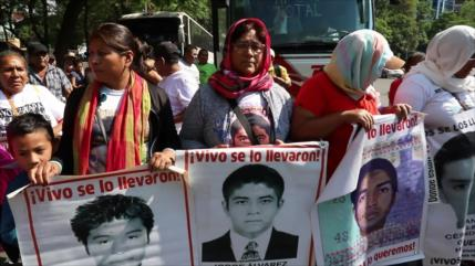 Marcha a 56 meses de la desaparición de normalistas de Ayotzinapa