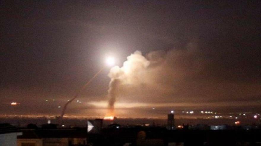 Israel ataca con misil una localidad en la provincia siria de Al-Quneitra.