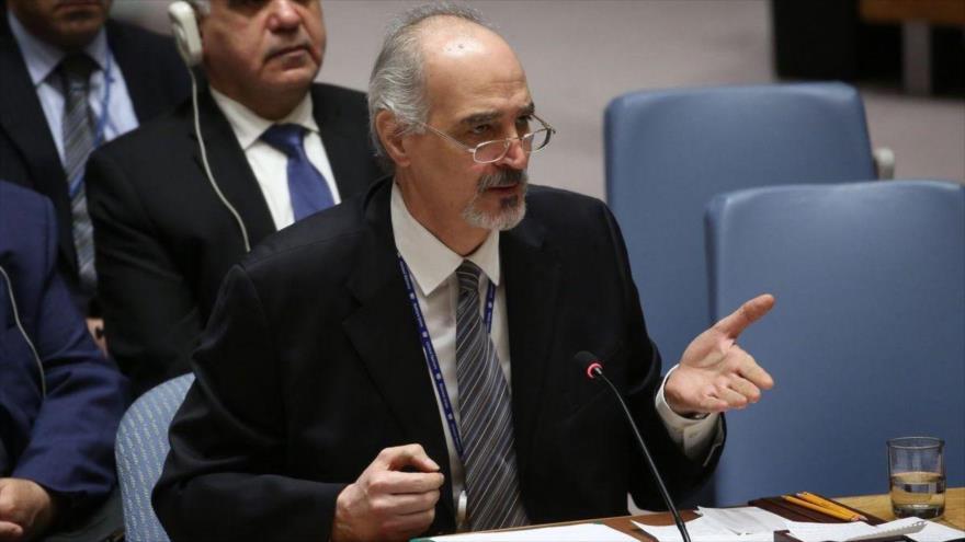 El representante permanente sirio ante las Naciones Unidas, Bashar al-Yafari, habla en una sesión del Consejo de Seguridad de la ONU.