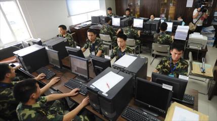 """Ejército chino """"jubilará"""" Windows por riesgo de hackeo de EEUU"""