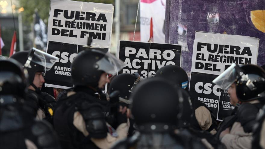 Huelguistas en Argentina se manifiestan contra las políticas del presidente argentino, Mauricio Macri, 29 de mayo de 2019. (Foto: AFP)