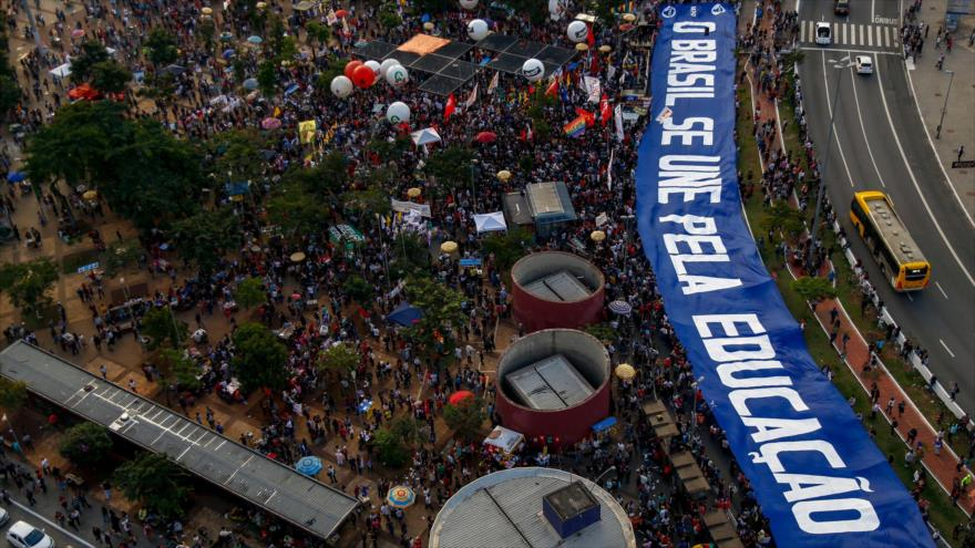 Multitudinaria protesta en Brasil contra la política de Bolsonaro   HISPANTV