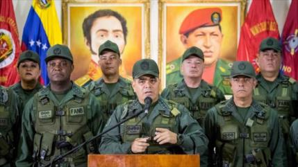 Venezuela llama a militares a aguantar tormenta de sanciones