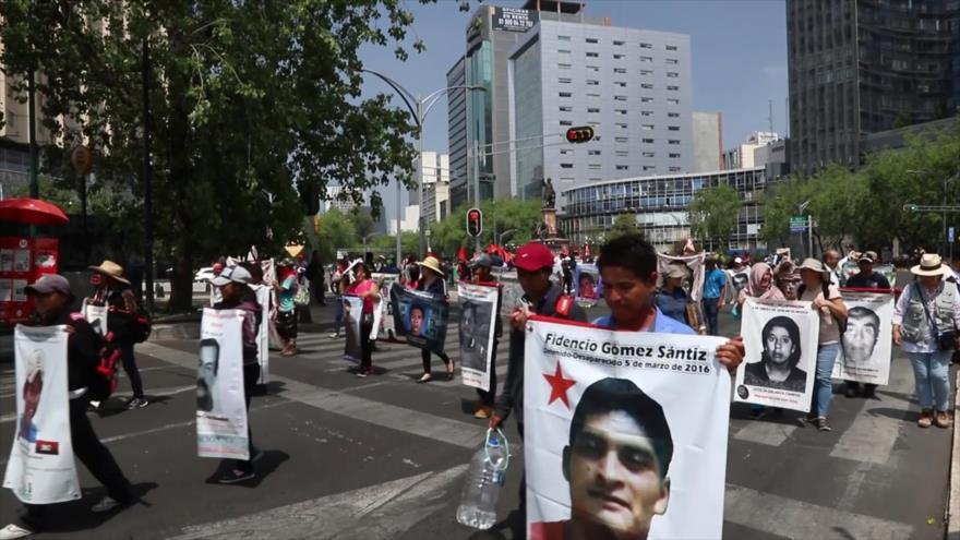 Mexicanos marchan por justicia para sus miles de desaparecidos