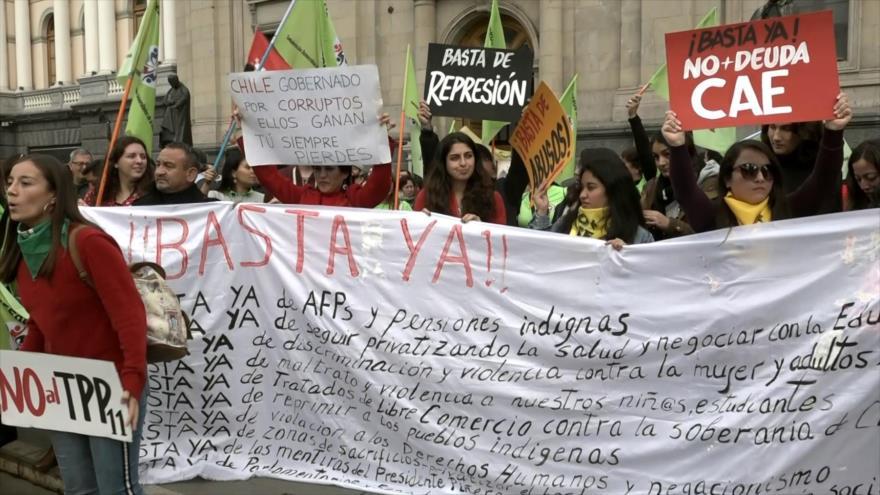"""Los """"cansados"""" aparecen por las calles de Chile: dicen """"Basta Ya"""""""
