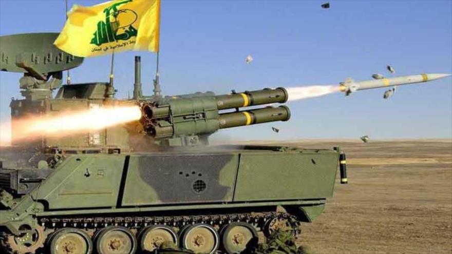 El momento de lanzamiento de un misil por los combatientes del Movimiento de Resistencia Islámica de El Líbano (Hezbolá).