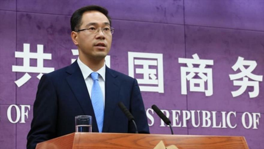 El portavoz del Ministerio de Comercio de China, Gao Feng, ofrece una rueda de prensa en la sede del ente en Pekín, la capital china.