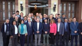 Precandidato argentino Alberto Fernández visita Uruguay