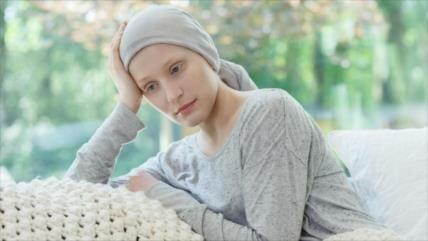Mujeres sobreviven más pero sufren más del tratamiento de cáncer