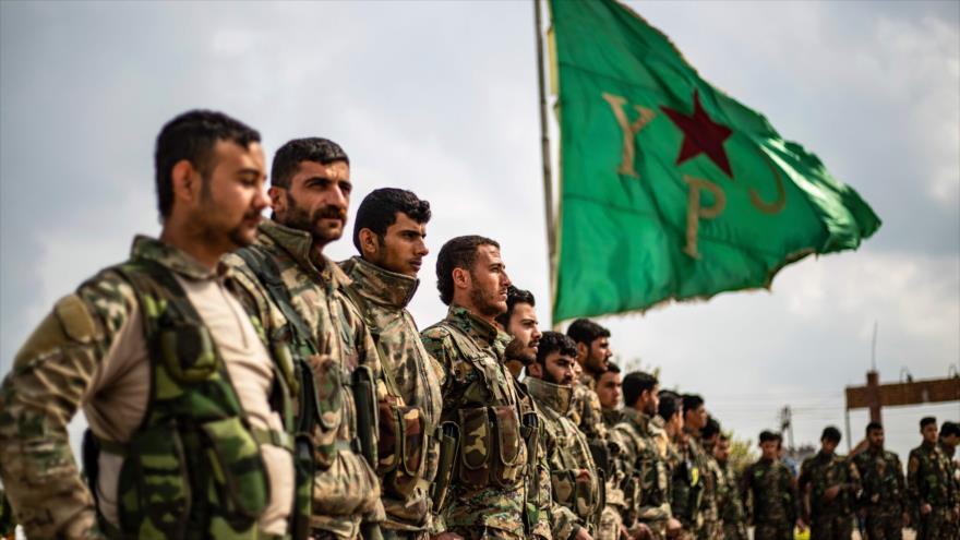Milicianos de las Fuerzas Democráticas Sirias (FDS) en una ceremonia, 10 de abril de 2019. (Foto: AFP)