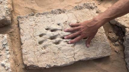 Hallan en Emiratos misteriosas huellas dactilares de 3000 años