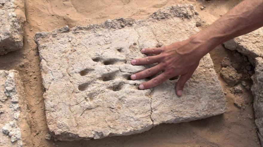 Huellas dactilares de 3000 años de antigüedad descubiertas en el sitio arqueológico de Hili 2 en Abu Dabi, la capital de Emiratos Árabes Unidos (EAU).