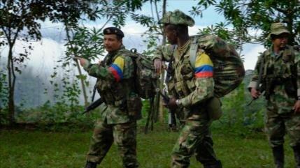 Informe: Un tercio de exguerrilleros de las FARC opta por armarse