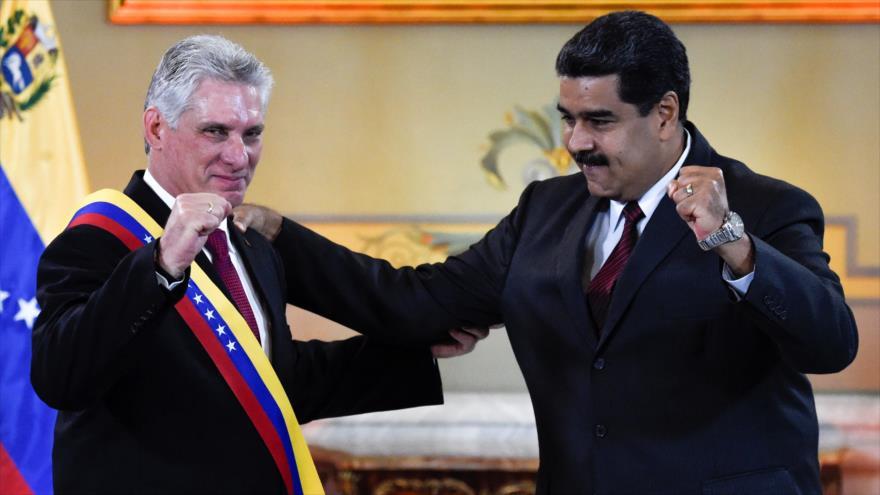 El presidente cubano, Miguel Díaz-Canel (izda.), y su homólogo venezolano, Nicolás Maduro, en Caracas, 30 de mayo de 2018. (Foto: AFP)
