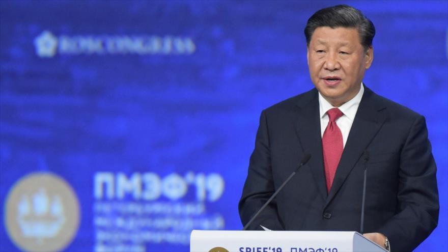 El presidente chino, Xi Jinping, ofrece discurso en el foro económico de San Petersburgo, Rusia, 7 de junio de 2019. (Foto: AFP)