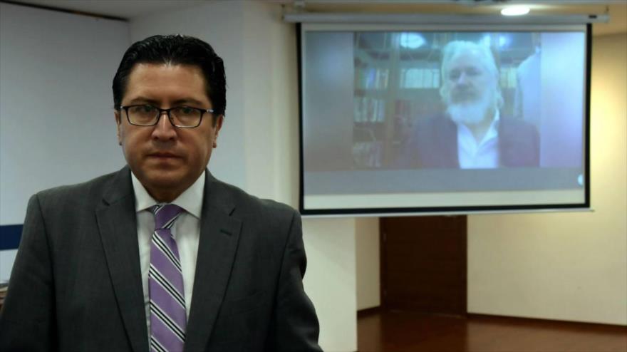 Carlos Poveda, abogado del fundador de Wikileaks, Julian Assange, en una videoconferencia en defensa de su cliente, 29 de octubre de 2018.