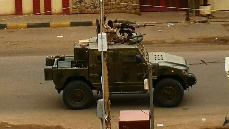 Vídeo: Vehículos blindados emiratíes reprimen a civiles en Sudán
