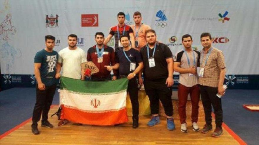 El equipo iraní gana el Campeonato Mundial Juvenil de Halterofilia en Suva, capital de Fiyi, 8 de junio de 2019.