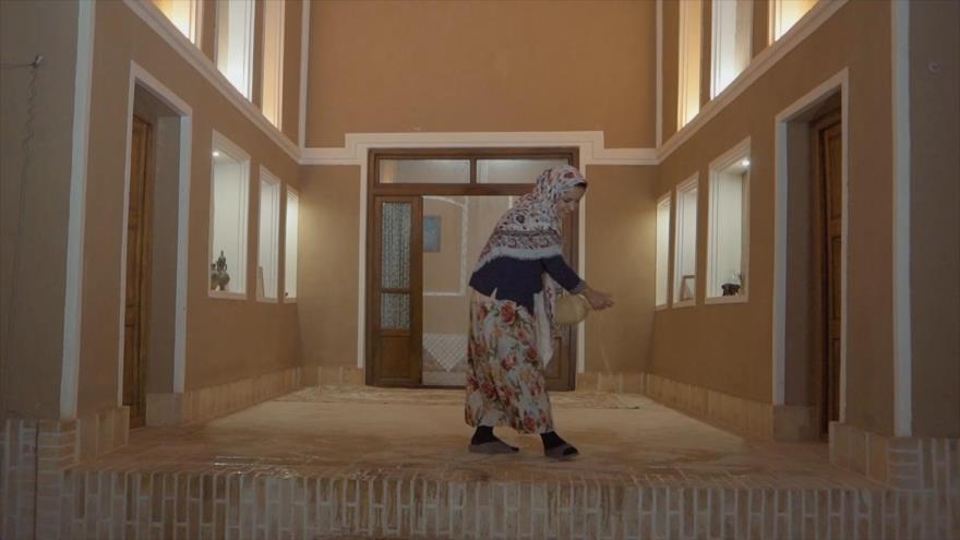 Irán: 1- La Ciudad de Ahar 2- Ardakan en Yazd